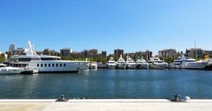 Yachter i porten av Barcelona i 20 September 2017, Spanien Arkivfoton