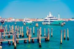 Yachter i Venedig, Italien Arkivbilder