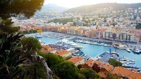 Yachter och fartyg i port av Nice, sommarcityscape, franska riviera, arkitektur royaltyfri bild
