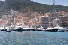 Yachter och lägenheter av Monaco Arkivbilder