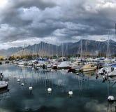 Yachter på höstparkeringsplats på sjöGenève Royaltyfri Foto