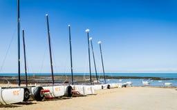 Yachter på stranden Arkivfoto