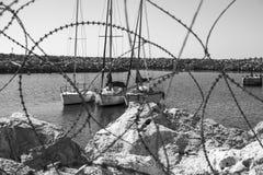 Yachter till och med försedd med en hulling - tråd royaltyfri fotografi