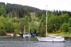 Yachthamn på den skotska kanalen Fotografering för Bildbyråer