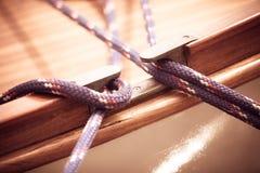 yachting Blok met kabel Detail van een varende boot stock foto