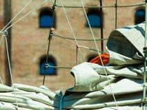 yachting Detail van varende boot Zeil op een jacht stock foto's