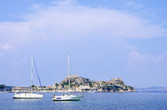 Yachting no console de Corfu Imagens de Stock
