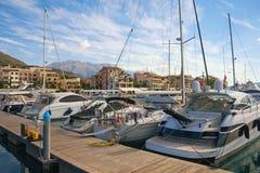 Yachtjachthafen in Adria Montenegro, Tivat-Stadt Ansicht des Yachtjachthafens von Porto Montenegro lizenzfreie stockbilder