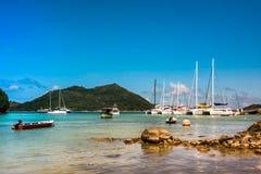 Yachtmarina på den Praslin ön Seychellerna Arkivfoto