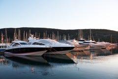 Yachts à la marina Images libres de droits