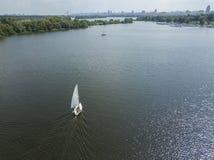 Yachts à la mer, vue aérienne photos stock