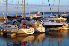 Yachts accouplés images stock