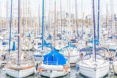 Yachts amarrés à Barcelone Images libres de droits