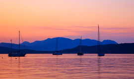 Yachts au coucher du soleil Photo stock