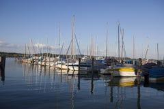 Yachts au coucher du soleil Images libres de droits