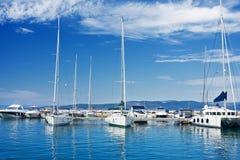 Yachts blancs Photos libres de droits