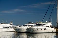 yachts blancs du port deux Images libres de droits