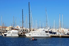 Yachts dans la marina, Almerimar Photo stock