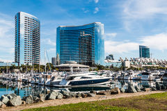 Yachts dans le port chez Embarcadero Marina Park à San Diego photo libre de droits
