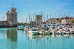Yachts dans le vieux port de La Rochelle images libres de droits