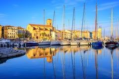 Yachts dans le vieux port de ville de la La Ciotat, Marseille, France photos libres de droits