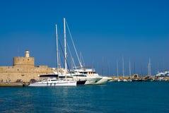 Yachts dans un port Photos libres de droits