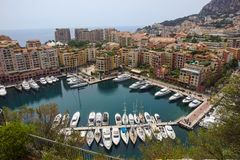Yachts de luxe dans la baie du Monaco, France Photo stock