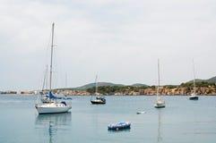 Yachts de luxe dans la marina de portails de Puerto Photo stock