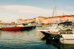 Yachts de luxe dans le Saint-Tropez photo stock