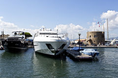 Yachts de luxe superbes modernes Photo stock