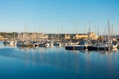 Yachts de navigation à Cardiff Photographie stock