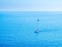 Yachts de navigation en mer au Monaco Photo libre de droits