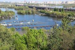 Yachts de stationnement kiev Images libres de droits