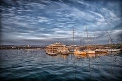 Yachts et bateaux dans le port Images libres de droits