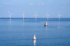 Yachts et ferme de vent Photographie stock