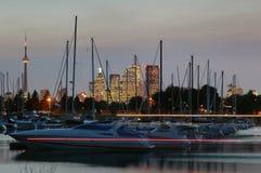 Yachts et la ville Photo libre de droits