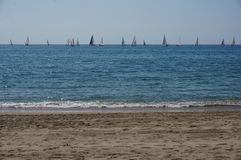 Yachts sur la mer image stock