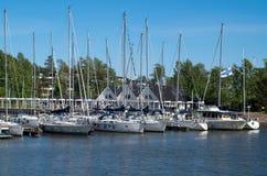 Yachts sur la mer le jour ensoleill? photos stock