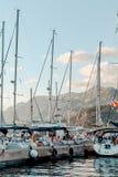 Yachts sur le quai photos libres de droits