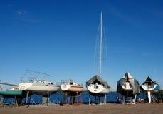 Yachts sur un amarrage Images libres de droits