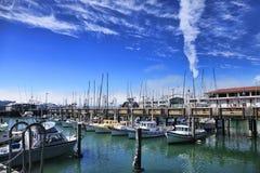 Yachts sur un pilier Photos libres de droits