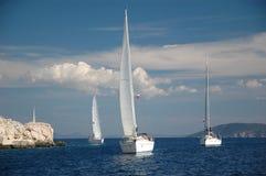 Yachtsegel im Meer Lizenzfreie Stockfotos
