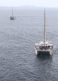 Yachtsegeln im Meer Lizenzfreies Stockbild