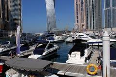 Yachtskeppsdocka på den Dubai marina Royaltyfri Fotografi