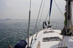 Yachtskrov och mast arkivbilder