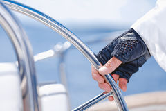 Yachtsman trzyma koło Obraz Royalty Free