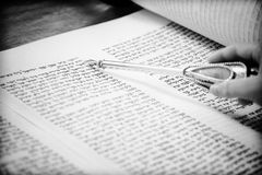 Yad on torah. Black and white image of yad pointing in Torah stock photography