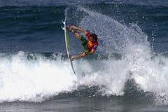 Yadin Nicol che pratica il surfing nella Triple Crown Hawai Immagini Stock