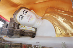 YAGON,缅甸- 2月25 :Chau的巨型斜倚的菩萨 免版税库存图片