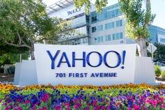 Yahoo Coprorate Headquarters und Zeichen lizenzfreie stockfotografie